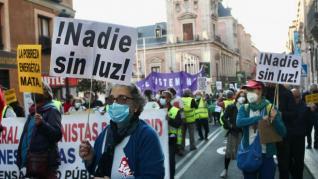 Centenares de personas marchan en Madrid en protesta por la subida del precio de la luz