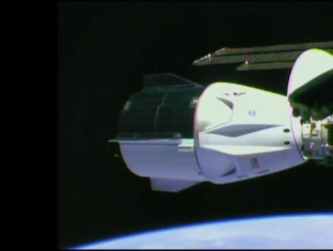 Los astronautas de la cápsula de SpaceX y la NASA entran en la EEI