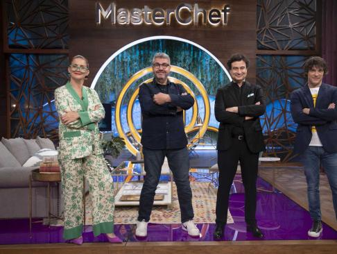 ¿Cuánto mide el chef Pepe Rodríguez? (Masterchef) - Altura: 1,76 - Página 4 Florentino-fernandez-junto-a-los-jueces-de-masterchef