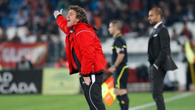Juanma Lillo en el partido ante el Barcelona tras el que fue destituido.