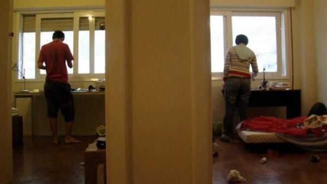Compartir piso es una opción cada vez más habitual por culpa de la crisis.