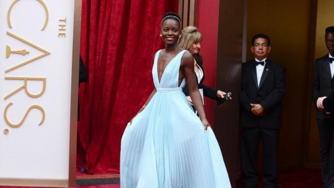 La actriz 'revelación' de estos Oscar 2014, de blanco.