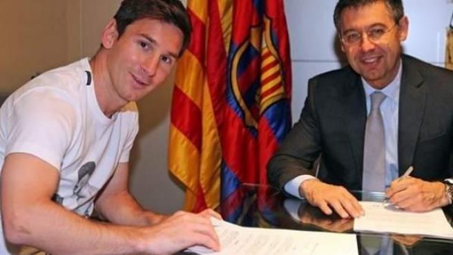 Lionel Messi, durante la firma de su nuevo contrato con el Fútbol Club Barcelona.