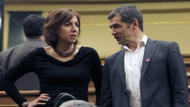 Los diputados Irene Lozano y Toni Cantó de UPyD, al inicio de la sesión constitutiva del Congreso de la X Legislatura.