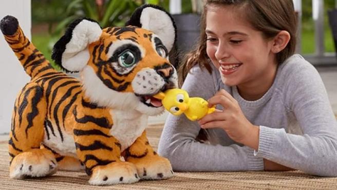 Tyler mi Tigre Juguetón. Un tigre interactivo que responde al niño con más de 100 combinaciones de sonido y movimiento. Participaba también como finalista en la categoría de Juguete Electrónico.