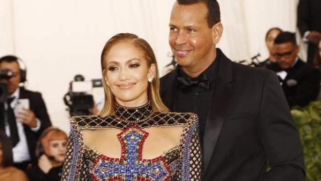 Jennifer Lopez y Alex Rodriguez, en la alfombra roja de la Gala del MET, en Nueva York.