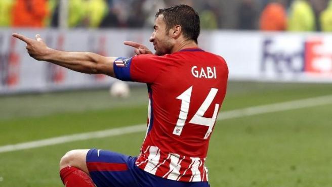 El centrocampista del Atlético de Madrid Gabi celebra tras marcar el tercer gol ante el Olympique de Marsella.