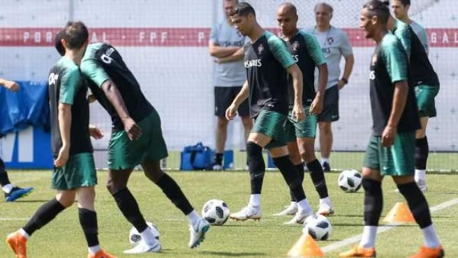 La selección nacional de fútbol de Portugal entrena en Rusia.