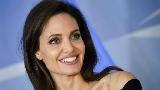 Jolie se estrenó como directora con 'En tierra de sangre y miel' (2011) y después dirigió tres películas más. ¿La más exitosa? 'Invencible' (2014).