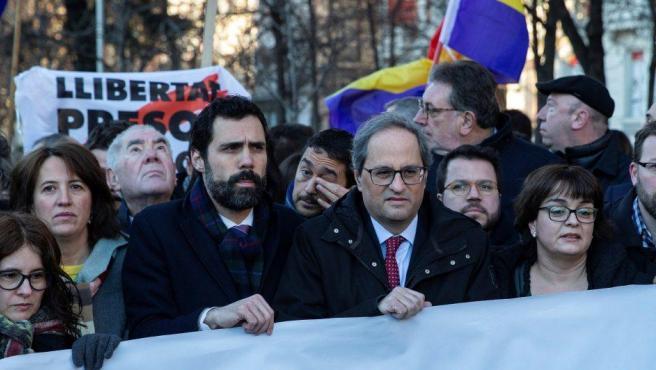El presidente de la Generalitat, Quim Torra (2d), y el presidente del Parlament, Roger Torrent (3i), a su llegada al Tribunal Supremo.