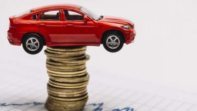 Los coches eléctricos tienen un precio inicial mucho más elevado que los de combustión.