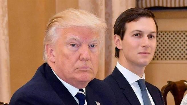 El presidente de EE UU, Donald Trump, junto a su asesor y yerno Jared Kushner, en una imagen de archivo.