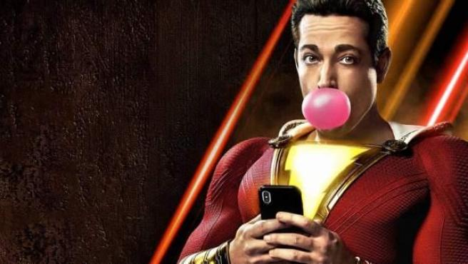 Zachary Levi en uno de los posters promocionales de '¡Shazam!'