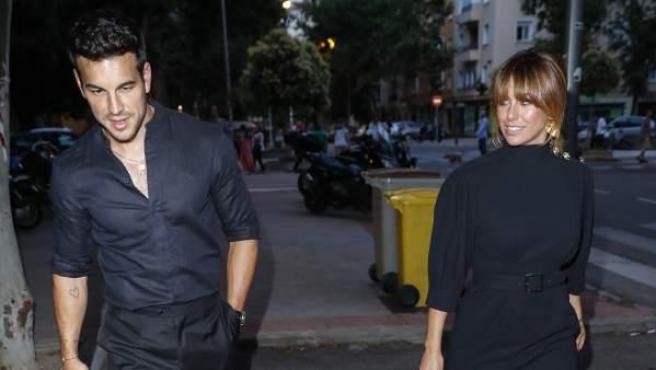 Mario Casas y Blanca Suárez acuden juntos a la fiesta que celebró una productora española para conmemorar su décimo aniversario.