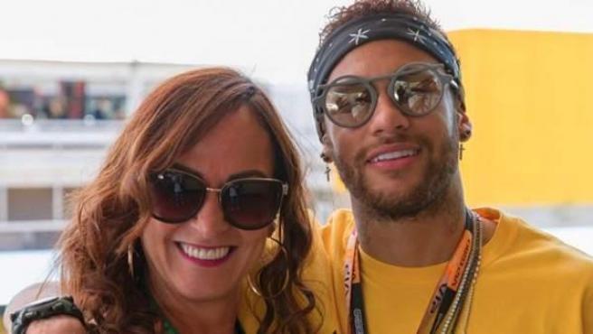 El futbolista brasileño publicó una imagen junto a su madre, Nadine.
