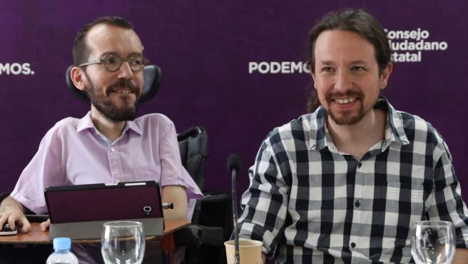 Fotografía de archivo del 6 de mayo de 2019 de Pablo Iglesias (d) y Pablo Echenique (i).