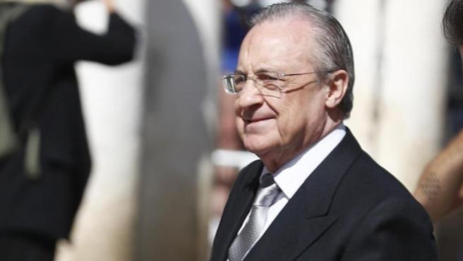 Florentino Pérez, presidente del Real Madrid, en la boda de Sergio Ramos y Pilar Rubio.