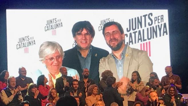 Clara Ponsatí, Carles Puigdemont y Toni Comín, participan en un acto por videoconferencia.