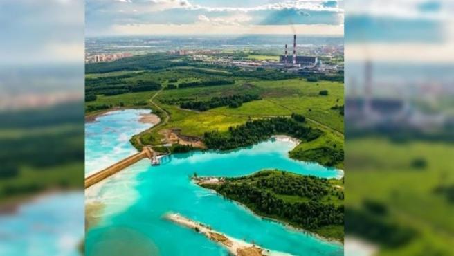 Este lago cristalino de Novosibirsk, Rusia, en realidad es un estanque tóxico formado por los residuos de una central eléctrica.