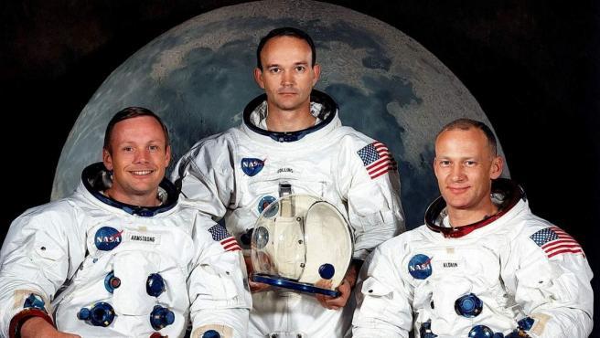 Los astronautas estadounidenses Neil Armstrong y Michael Collins y Edwin Aldrin (iad), miembros de la tripulación del Apolo 11, el cohete que los llevó a la luna.