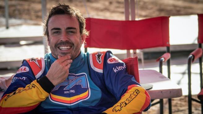 Fernando Alonso, durante su prueba con el Toyota Hilux V8 4x4 del Dakar.