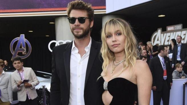 Imagen de Liam Hemsworth y Miley Cyrus en un evento reciente.