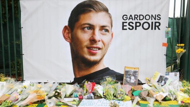 Flores en los campos de entrenamiento del Nantes en honor a Emiliano Sala.