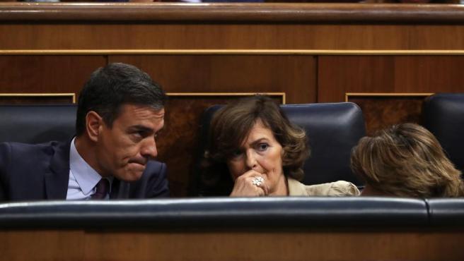 Sánchez, Calvo y Delgado escuchan desde su escaño las intervenciones del resto de formaciones políticas en la sesión sobre el Open Arms.