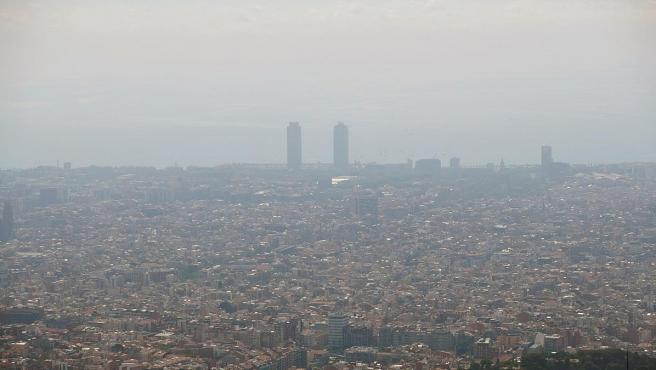 Vista de la contaminación sobre la ciudad de Barcelona.
