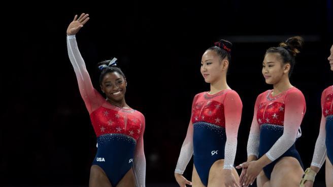 Simone Biles, junto a sus compañeras del equipo norteamericano de gimnasia artística.
