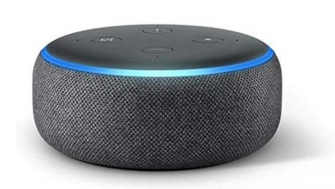 Imagen de un asistente de Amazon con Alexa.