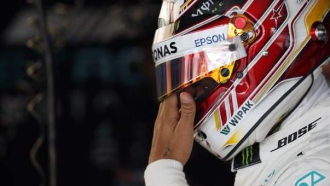 Lewis Hamilton, antes de subirse a su Mercedes durante el GP de Japón.
