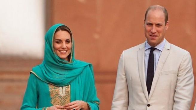 Los duques de Cambridge, el príncipe Guillermo y Kate Middleton, en su viaje a Pakistán en 2019.