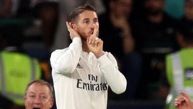 Sergio Ramos manda callar al público en la final del Mundial de clubes ante el Al Ain.