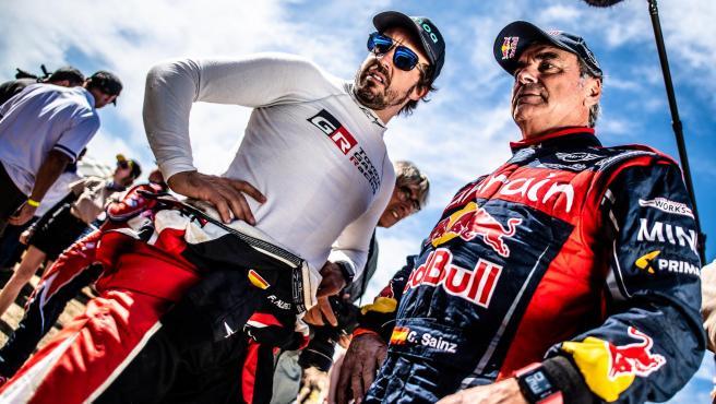 Fernando Alonso y Carlos Sainz, durante el Rally de Marruecos.