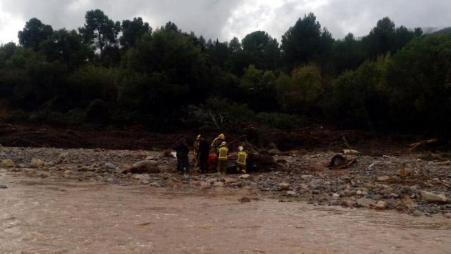 Coche volcado encontrado vacío en la orilla del río Francolí.