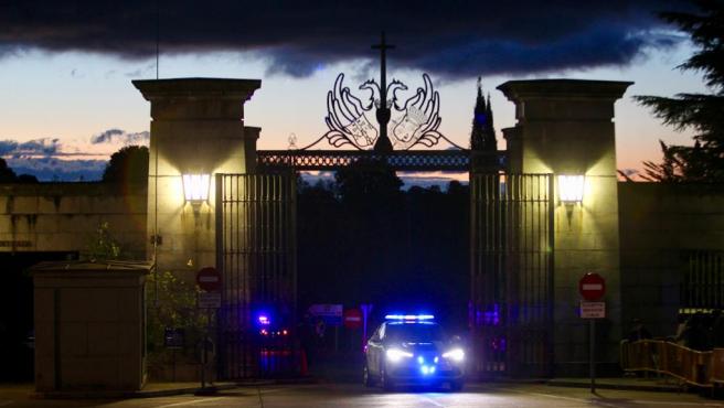 Exhumación de Franco: policía en la puerta del Valle de los Caídos
