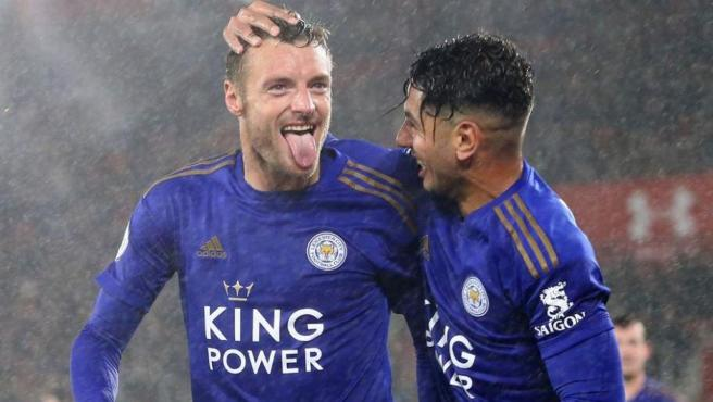 Jamie Vardy y Ayoze Pérez celebran un gol en el 0-8 al Southampton
