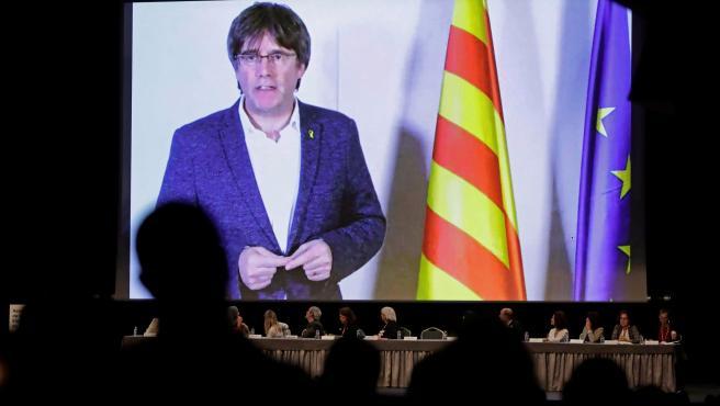 Puigdemont pide 'retomar la iniciativa' al margen del Estado 'represor' para alcanzar el objetivo de la repúbl
