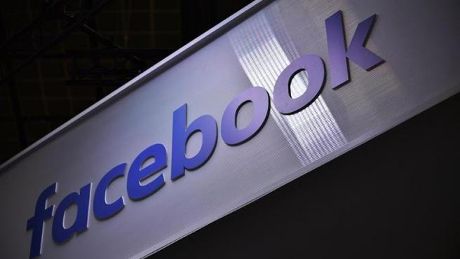 El logo de Facebook, en la feria Vivatech de innovación y 'startups', en París, Francia.