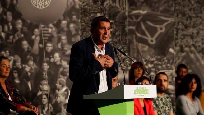 El coordinador general de EH Bildu, Arnaldo Otegi, inició la campaña electoral de su coalición con un acto en San Sebastián.
