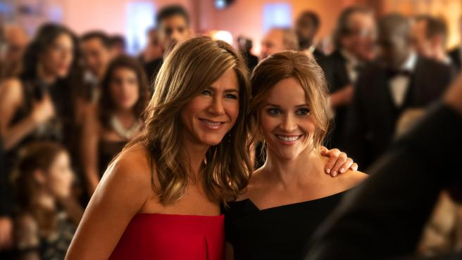 Jennifer Aniston y Reese Witherspoon en una imagen de 'The Morning Show', de AppleTV+