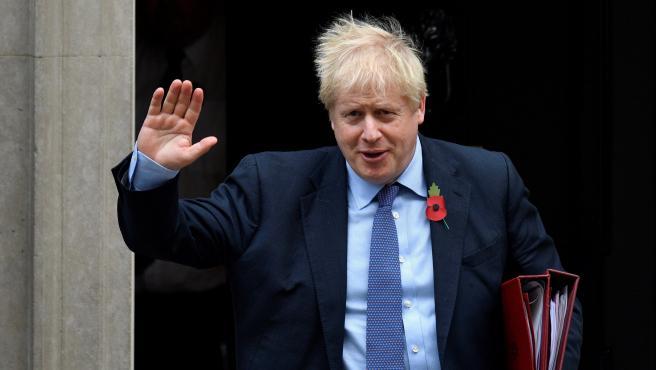 El primer ministro del Reino Unido, Boris Johnson, a su salida de Downing Street en Londres.