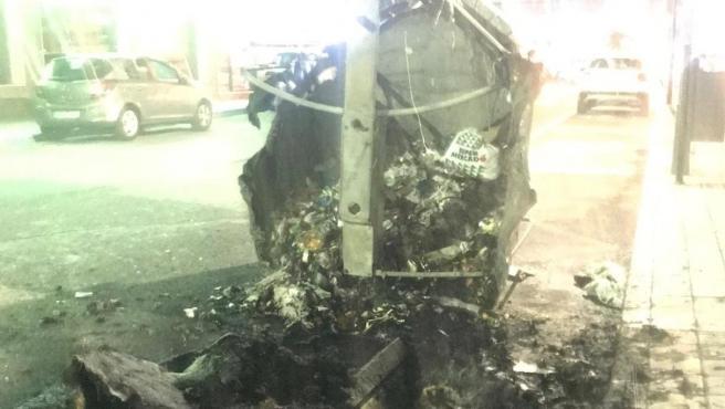 Imagen de uno de los contenedores quemados. Contenedor quemado 11/2/2019