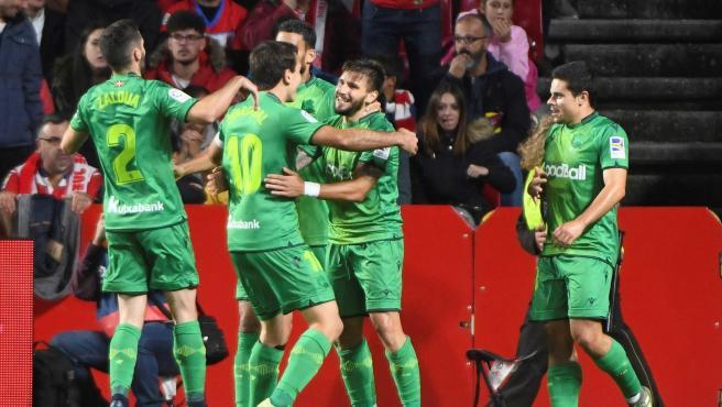 La Real Sociedad celebra uno de los goles ante el Granada.