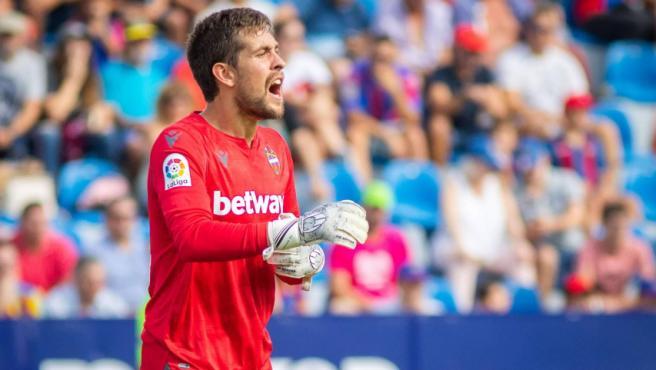Aitor Fernández, portero del Levante, en un partido de Liga.