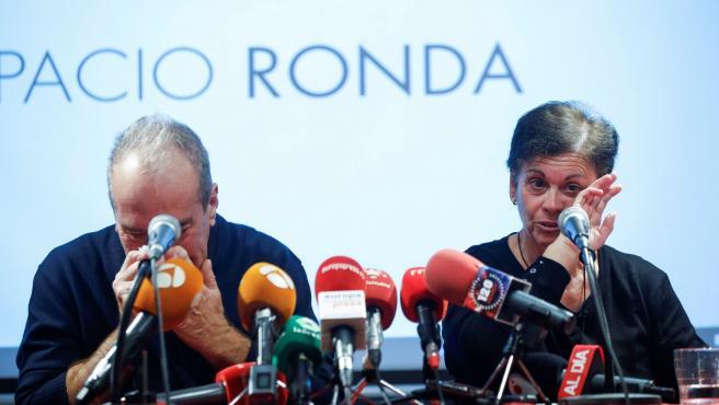 Bartolome García y Carmen Ruíz, padres de Adrián, durante la rueda de prensa