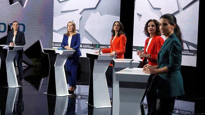 Irene Montero, Ana Pastor, Inés Arrimadas, María Jesús Montero y Rocío Monasterio, al inicio del debate electoral que protagonizaron en La Sexta.
