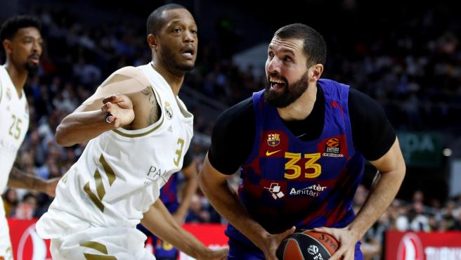 Randolph y Mirotic, durante un Real Madrid-Barcelona.