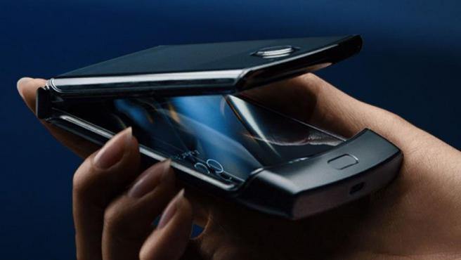Motorola lanza al mercado una versión smartphone de su clásico razr